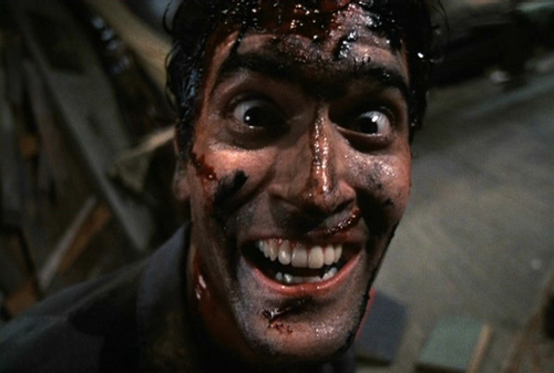 Bruce Campbell clava el papel protagonista en la segunda entrega