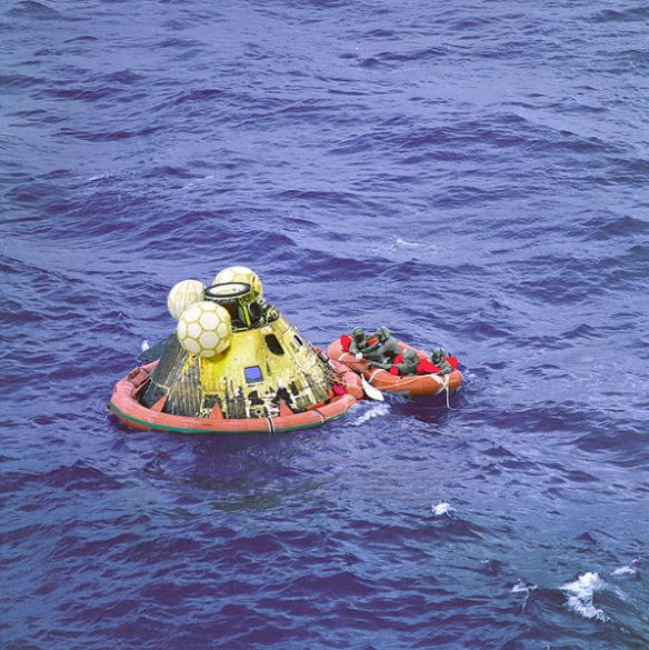 597px-Apollo_11_Crew_in_Raft_before_Recovery_-_GPN-2000-001212
